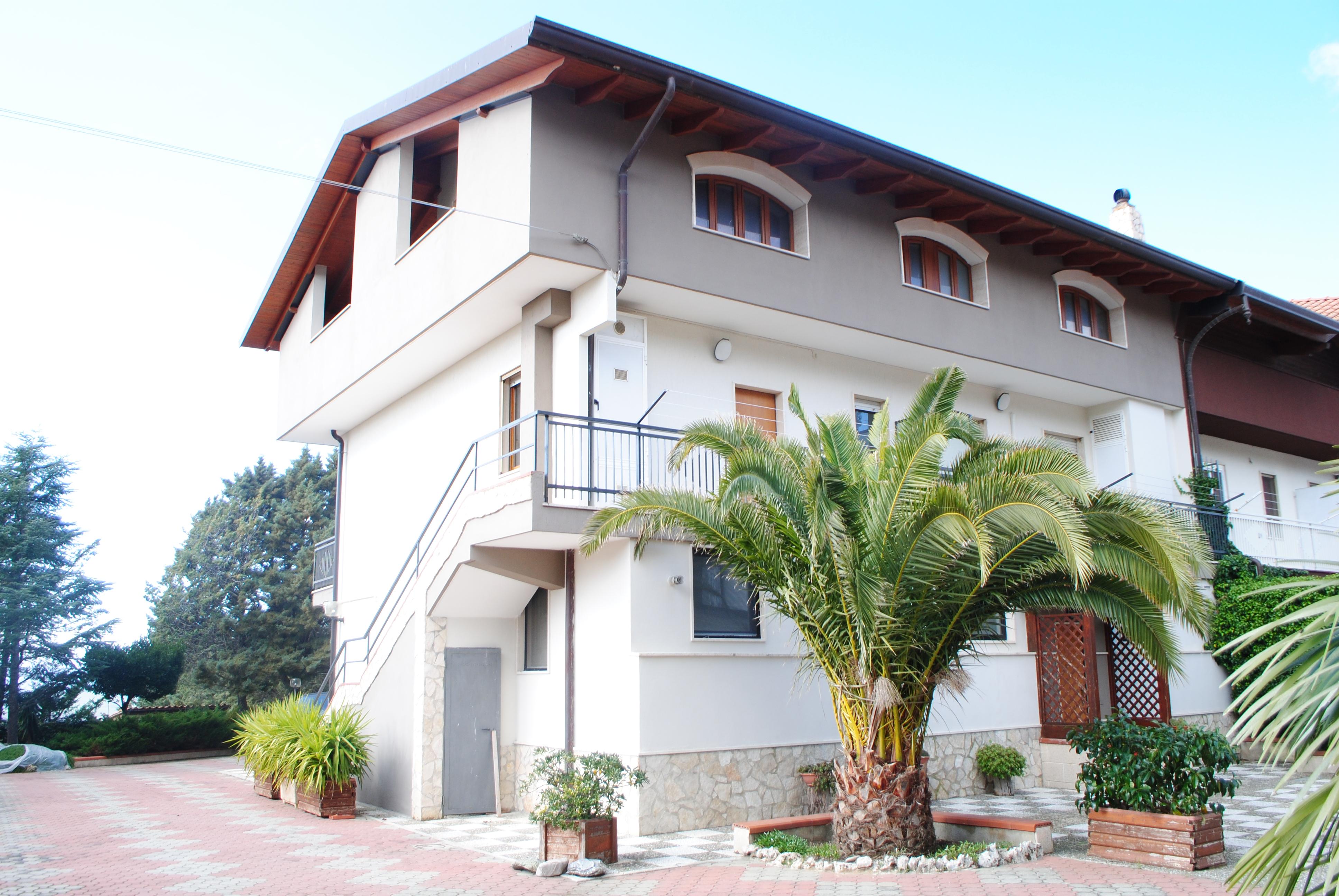 Villa con terreno in vendita a matera